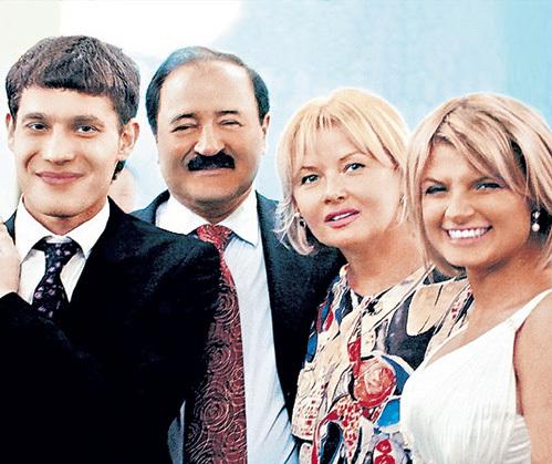 С супругом - кинорежиссёром Эльером, дочерью - актрисой Анной и зятем - директором автосалона Хишамом