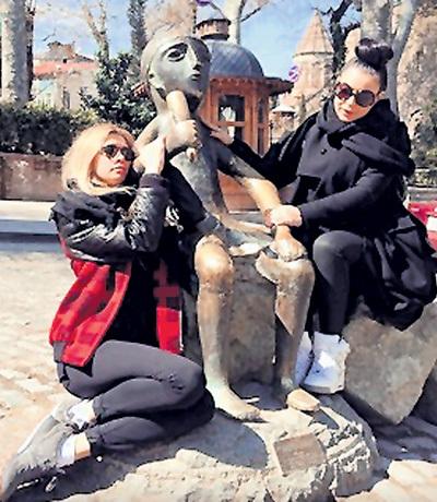 ...БРЕЖНЕВА с ЁЛКОЙ резвилась в Тбилиси. Фото: web.stagram.com