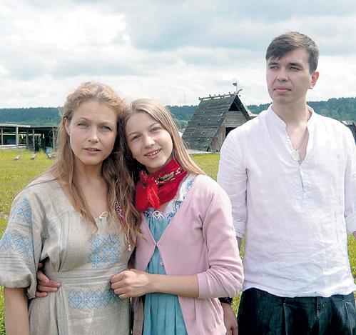 Эльвира со старшей дочкой Глафирой и мужем Антоном. Фото: muzh-zhena.ru