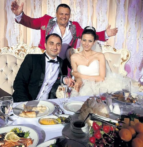 Фото свадьбы демиса карибидиса