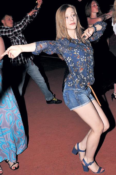 Лиза АРЗАМАСОВА отжигала на дискотеках