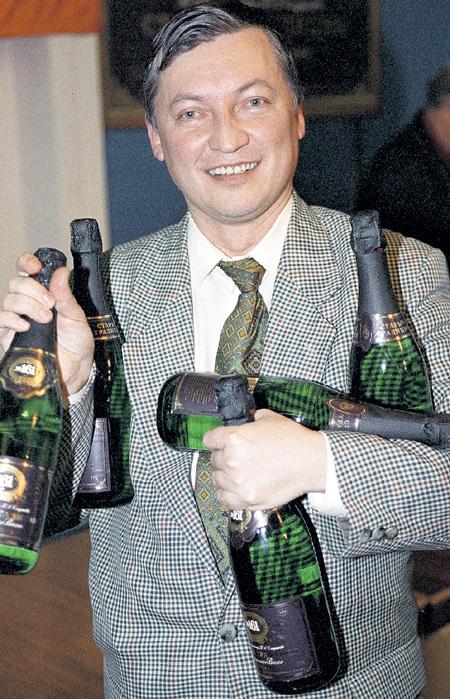 Победителю по жизни запас шампанского просто необходим. Фото: Игоря УТКИНА