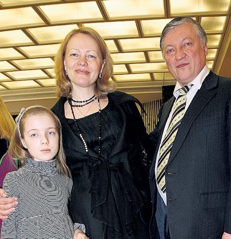 С женой Натальей и дочерью Софьей (2010 год). Фото Милы СТРИЖ/«Комсомольская правда»