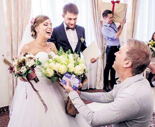 Сергей стал самым важным гостем на свадьбе ПУЧКОВЫХ из Ярославля. Фото: BAZELEVS