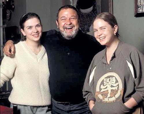 Дочек - Ольгу (слева) и Дарью - Юлиан СЕМЕНОВ любил больше всех на свете. Из личного архива СЕМЁНОВЫХ