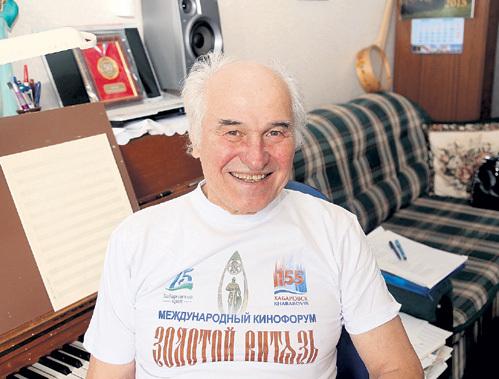 В душе Евгений Дмитриевич вовсе не академик, а общительный и смешливый человек