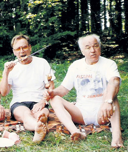 На пикнике с Сергеем ШАКУРОВЫМ (Крым, 2002 г.)