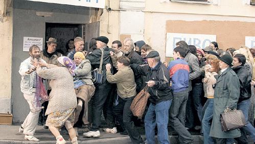 ...в толкучке у магазинов погибли сотни человек height=281