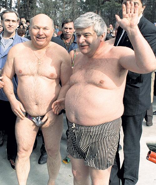 ЛУЖКОВ и ПОПОВ скрывали продукты от москвичей на ведомственных складах. Фото: РИА «Новости» height=593