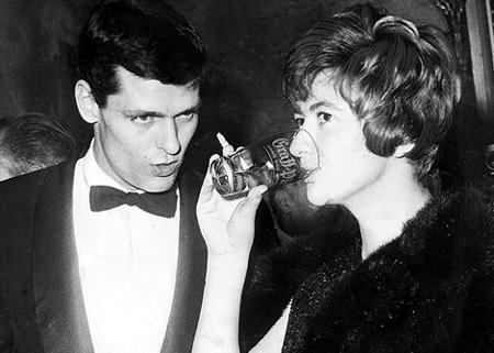 Франсуаза САГАН и её второй муж Боб УЭСТХОФФ, который из лётчика переквалифицировался в манекенщика