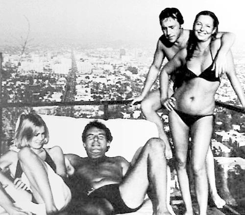 С оскароносной актрисой Джессикой ЛЭНГ, культовым режиссёром Милошем ФОРМАНОМ и третьей женой - Мариной ВЛАДИ (1976 г.)