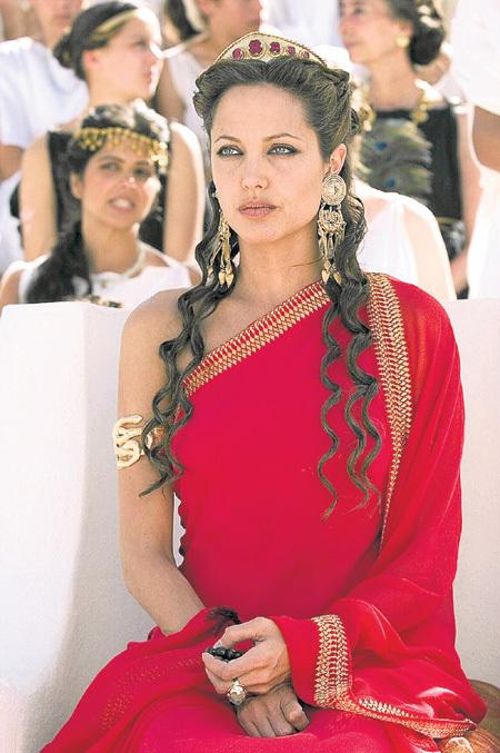 Анджелина ДЖОЛИ впервые примерилась к роли царицы в историческом пеплуме Оливера СТОУНА «Александр»