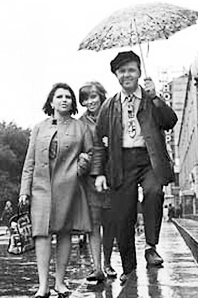 Первая жена ПОПОВА - Александра в 1990-м умерла от рака, а их дочь Ольга живёт под Франкфуртом