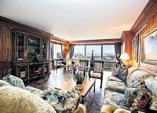 Над квартирой футболиста поработал знаменитый дизайнер МОНИНО. В нью-йоркской квартире РОНАЛДУ три спальни и три с половиной ванных комнаты