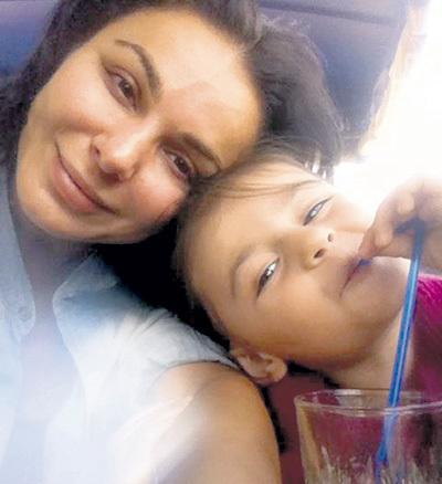 Актриса с дочкой Серафимой, которую в 2011 году она родила от актёра Ивана РУДАКОВА. Фото: Facebook.com