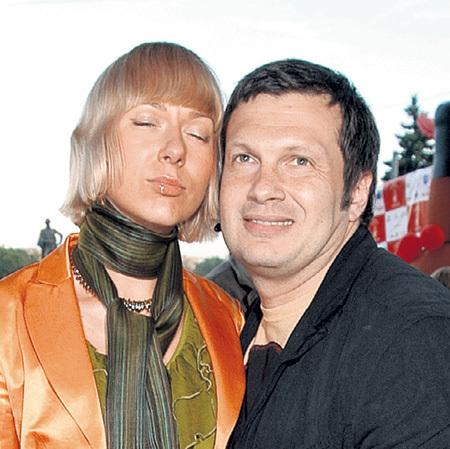 В нынешнем, третьем, браке с Эльгой СЭПП, дочерью сатирика Виктора КОКЛЮШКИНА... Фото Геннадия УСОЕВА