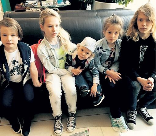 ...у Владимира появилось пятеро детей: Володя, Эмма-Эстер, Ваня, София-Бетина и Даня. Фото: Instagram.com
