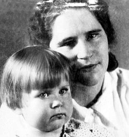Мама с дочкой в Берлине. Из личного архива Марии ПОПОВОЙ