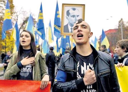 За 25 лет на западе Украины выросло целое поколение моральных уродов. Фото: Korrespondent.net