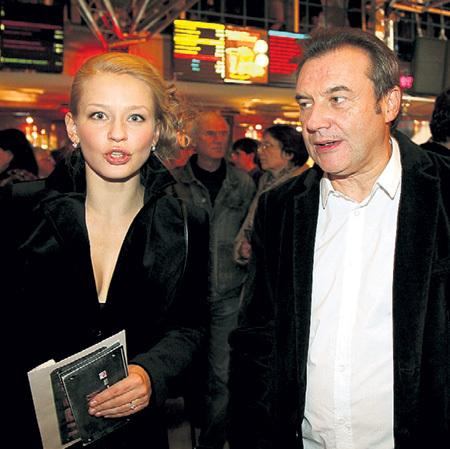 Юля с режиссёром Алексеем УЧИТЕЛЕМ, которого многие в тусовке считают отцом её дочек