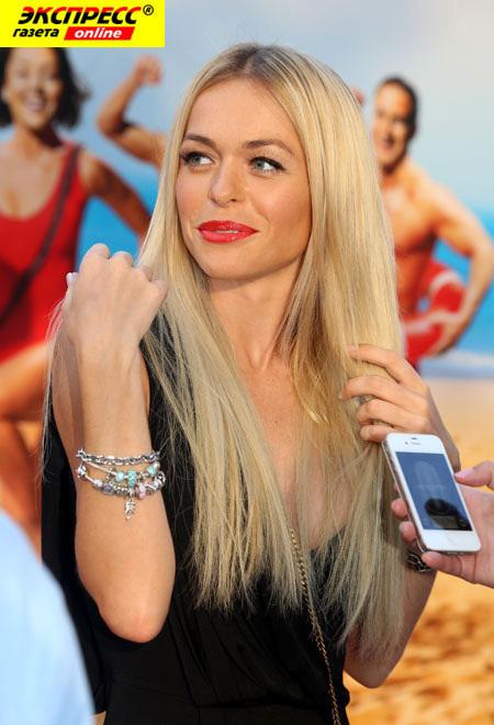 Анна Хилькевич обнажилась перед фотокамерой и с удовольствием попозировала