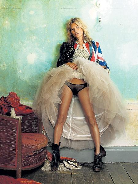 Это фото 42-летней супермодели Кейт МОСС было сделано в 2008 году знаменитым Марио ТЕСТИНО
