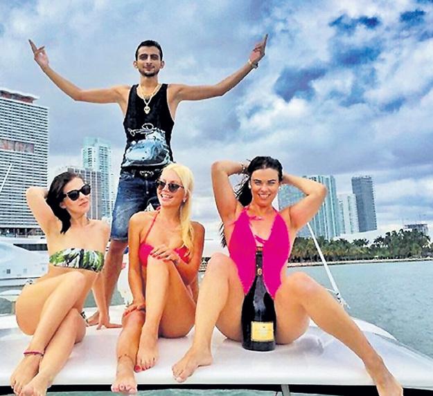 гомер рассказывал как отдыхают московские богатые девушки целом реакции