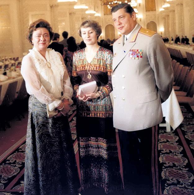 Замминистра МВД СССР, генерал Юрий ЧУРБАНОВ с женой Галиной и тещей Викторией Петровной БРЕЖНЕВОЙ