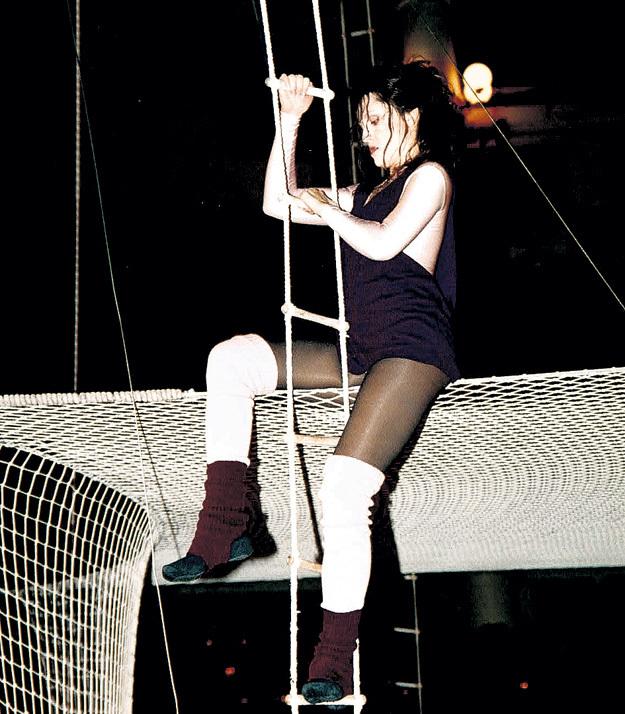 В клипе на песню «Всё теперь не так» ЛИХАЧЁВОЙ пришлось обучиться цирковым премудростям