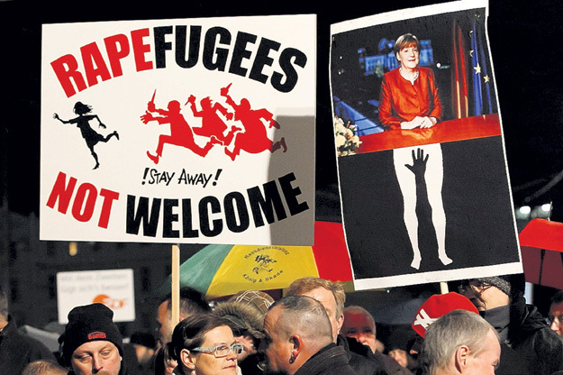 ...изнасилования, грабежи, хулиганство - повод лишь для очередного уличного протеста. Фрау МЕРКЕЛЬ проблемы собственного народа не волнуют. Фото: © Reuters