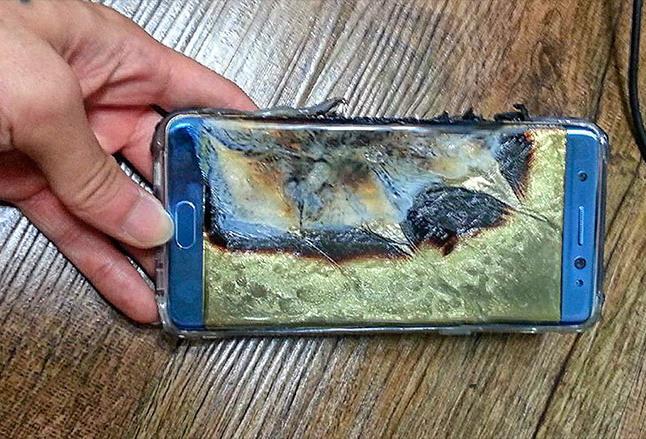 Burger King kafesida Galaxy Note 7 smartfoni yonib ketdi