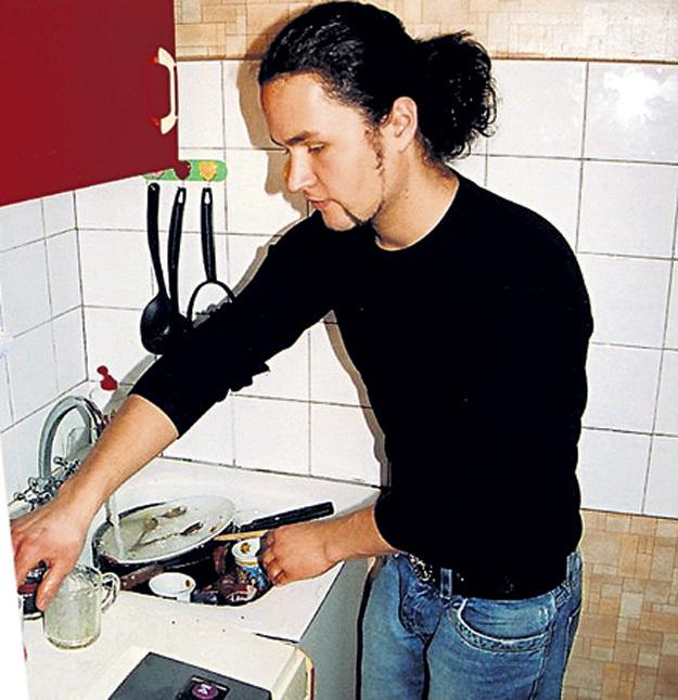 Вячеслав никогда не отлынивал от работы по дому