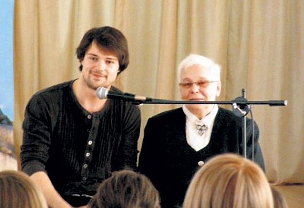 Авиетта Ивановна приводила внука в школу, где когда-то преподавала физику. Фото с сайта danila-kozlovskiy.ru