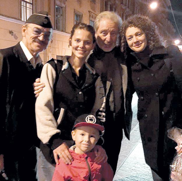 Елизавета Боярская впервый раз показала своего сына Андрея публике