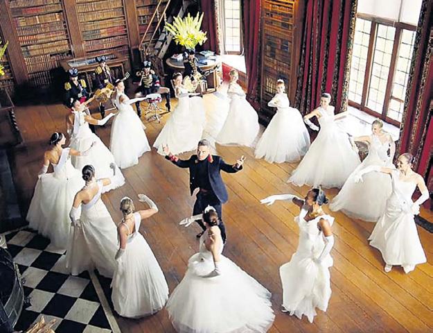 ...Робби УИЛЬЯМС на подтанцовках использовал балерин, чем показал себя большим знатоком русских реалий