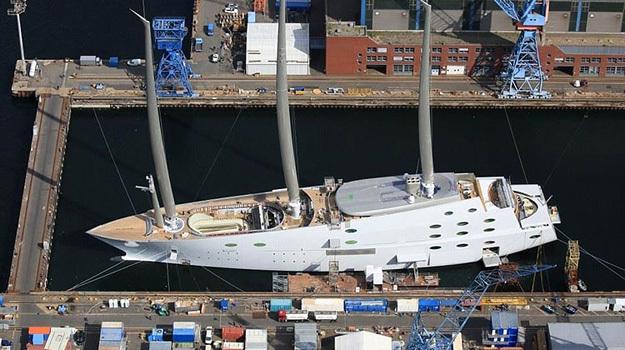 Яхта русского олигарха из-за собственных размеров застряла вБалтийском море