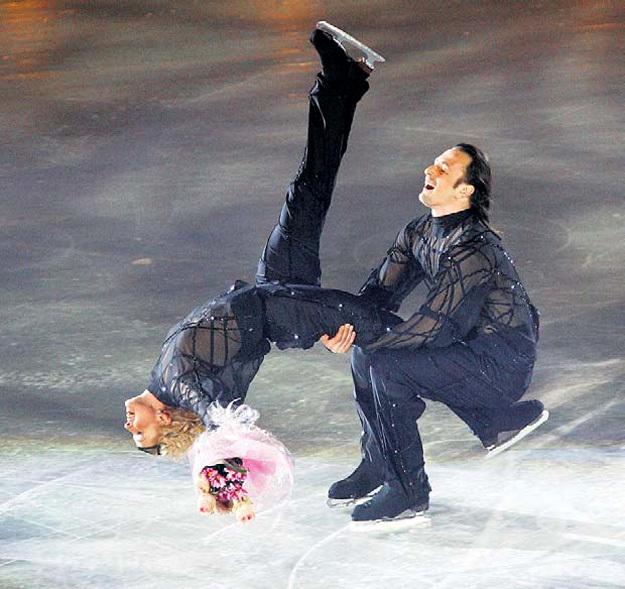 ЛОБАЧЁВА и АВЕРБУХ 15 лет выделывали кренделя на льду и в жизни. Фото Игоря УТКИНА