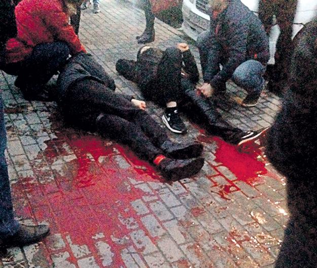 Уличные разборки стали для Ульяновска привычным делом. Возможно, именно поэтому, когда на улице Аблукова среди белого дня порезали сразу трёх несовершеннолетних, местные следователи квалифицировали преступление как обычное хулиганство. Фото: Vk.com