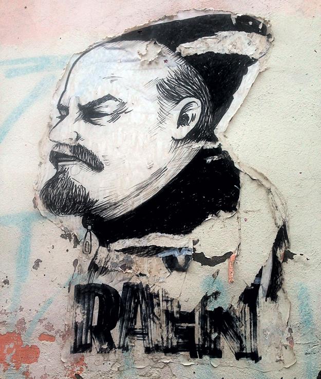 Гопническое граффити «Ленин на раёне» - самое популярное в городе. Оно объединяет в себе великое прошлое и печальное настоящее