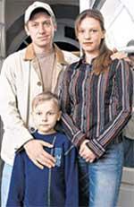 МИХАИЛ С ЖЕНОЙ ЛЮБОЙ И СЫНОМ ЕГОРОМ: фото 2004 года