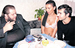 ЧАЙНЫЕ ПОСИДЕЛКИ: Эрика и Руслан Масюков раскрыли все тайны журналисту Фили