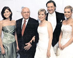 ЗНАМЕНИТАЯ СЕМЬЯ: Анастасия Вирганская, Михаил Горбачёв, его дочь Ирина, Андрей Тухачёв, Ксения Горбачёва