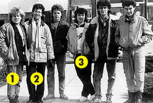 «ВЕСЁЛЫЕ РЕБЯТА»: команда молодости нашей - Алексей Глызин (1), Александр Буйнов (2) и Игорь Ерастов (четвертый слева направо)