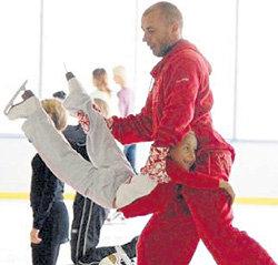ЖУЛИН тренирует не только взрослых фигуристов, но и свою дочь Сашеньку