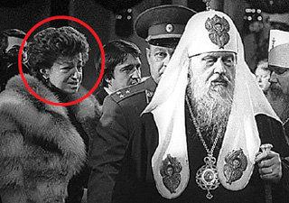 Патриарх Пимен и митрополит Алексий пришли на похороны Юрия АНДРОПОВА. Слева — Ирина, первая жена ФИЛИППОВА