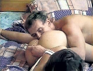 ...а Степан МЕНЬЩИКОВ ищет у Алены ВОДОНАЕВОЙ точку «G»