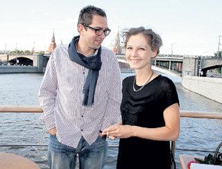 Полина АГУРЕЕВА, сыгравшая в «Ликвидации» певицу Тоню (её задушил герой Михаила ПОРЕЧЕНКОВА), с другом фотографом Алексеем