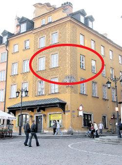 В этом доме на Замковой площади в Варшаве юная Беата жила с мамой - княгиней Барбарой РЕХОВИЧ