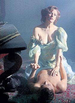 В фильме «В старом особняке»(1984) 46-летняя Беата...