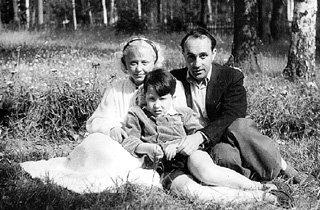 Янина ЖЕЙМО с третьим мужем — польским режиссёром Леоном ЖАННО и сыном Юликом